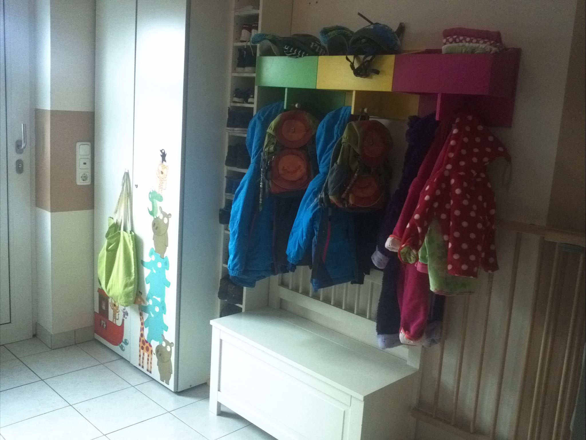 Bis einer heult das miez 39 sche farb leit system for Garderobe kinder