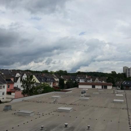 03 von 12: Kaffeepäuschen auf dem Agentur eigenen Balkon mit Blick auf die Wahner Heide