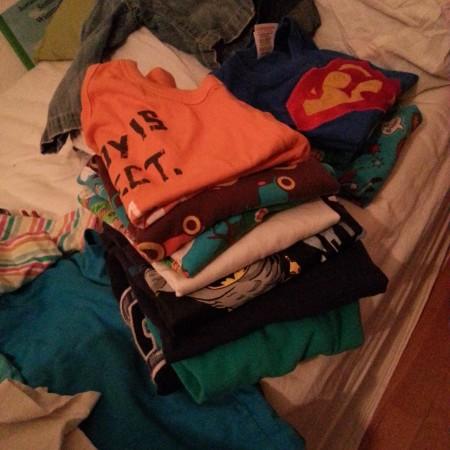 10 von 12: Die Kinder sind im Bett. Ich sortiere Wäscheberge.