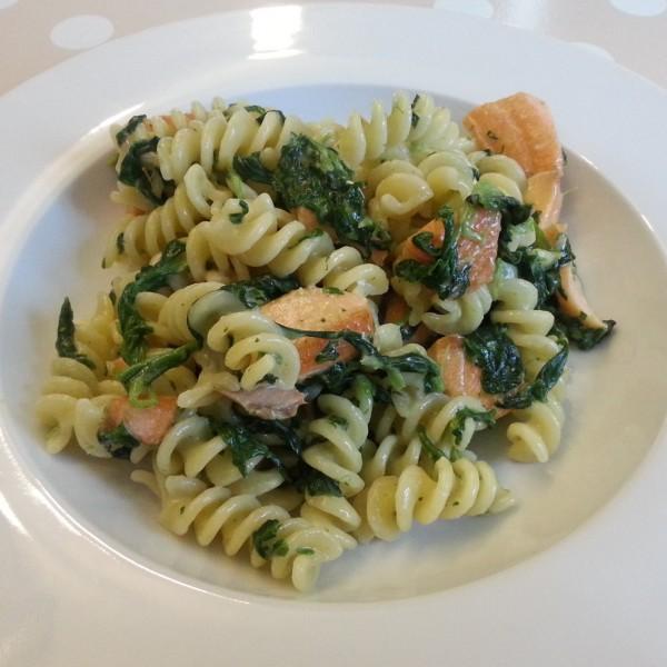 Lachs-Spinat-Gorgonzola-Nudeln