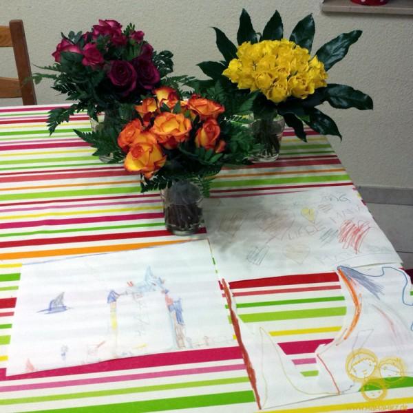 Geschenke meiner Kinder. Von jedem einen Blumenstrauß und ein Kunstwerk