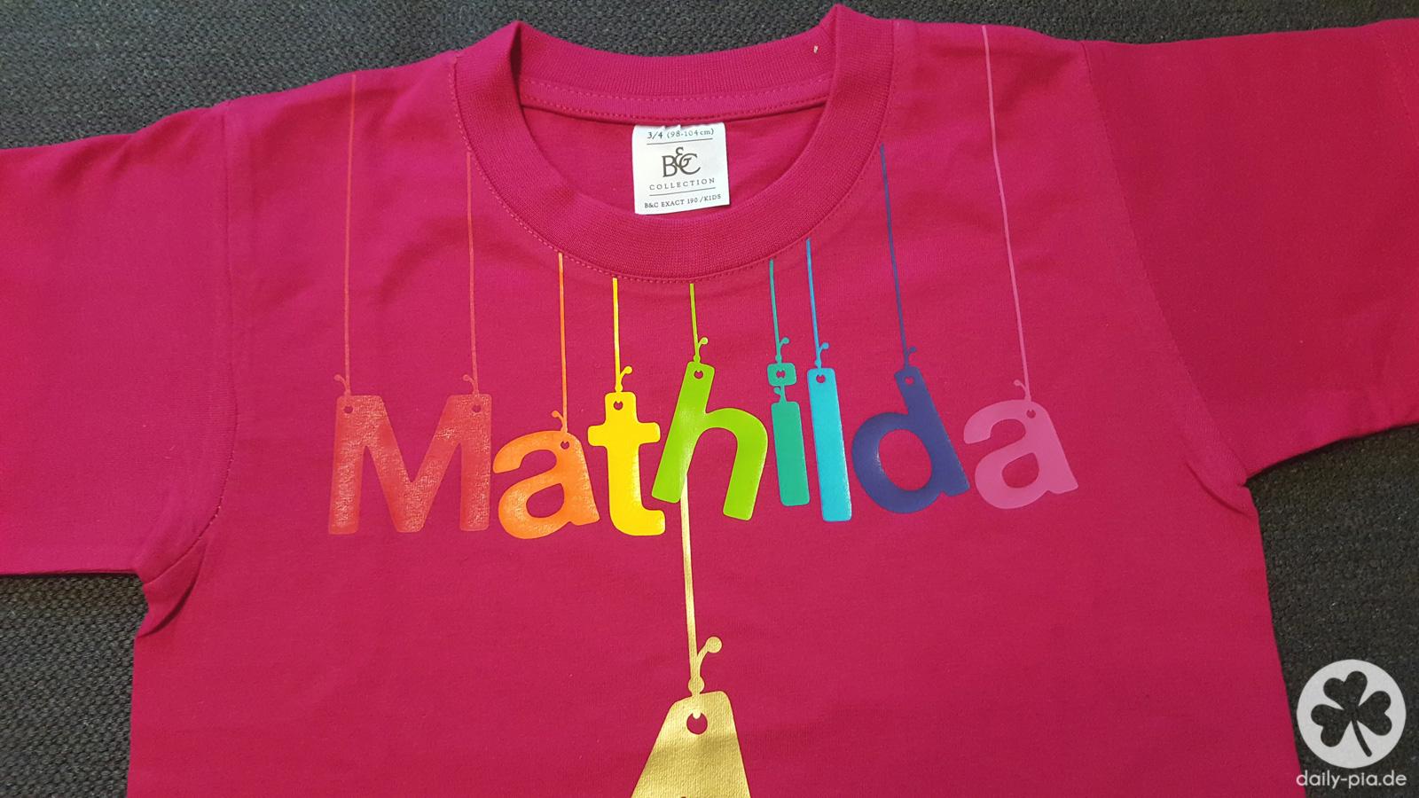 Das Regenbogen-Einhorn-T-Shirt