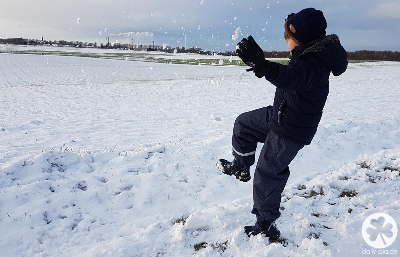 Adventsmarkt und Schnee im Rheinland