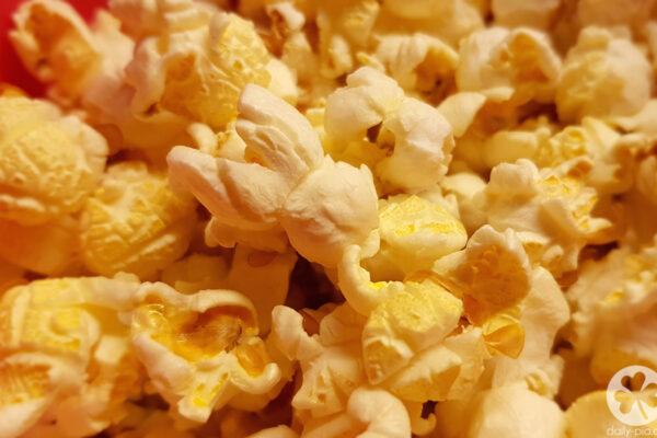 Lichtschwert. Popcorn. YouTube.